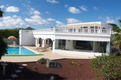 villa for sale in puerto calero, casasblancasprperties.com