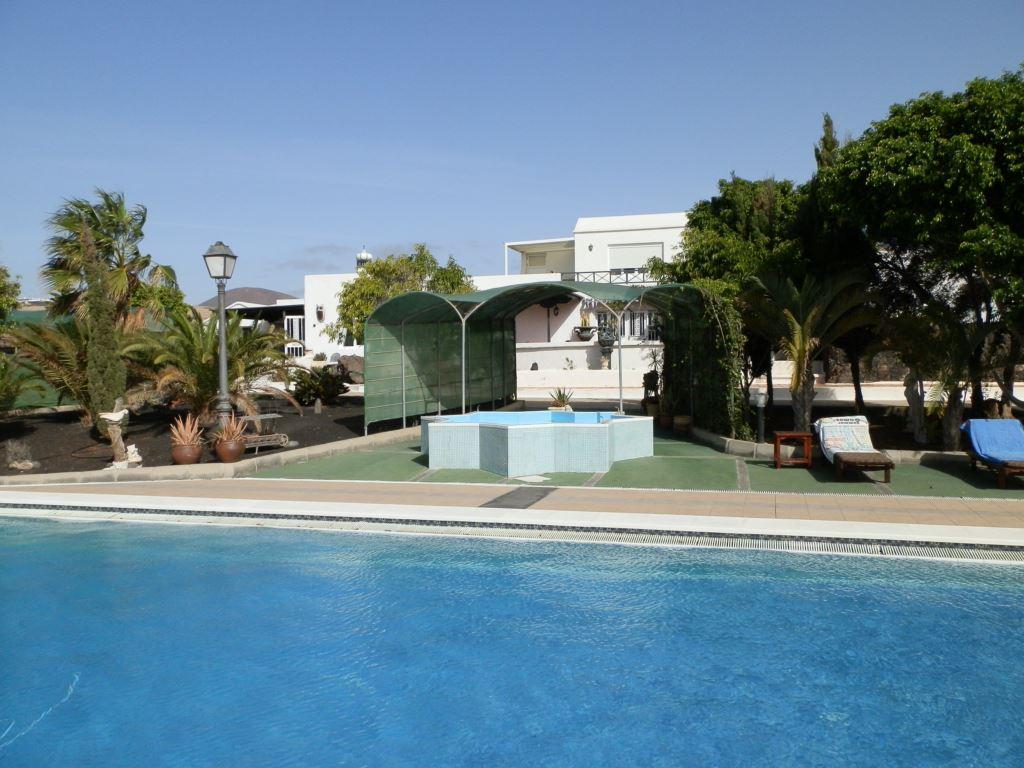 0129 Villa in Tías for sale