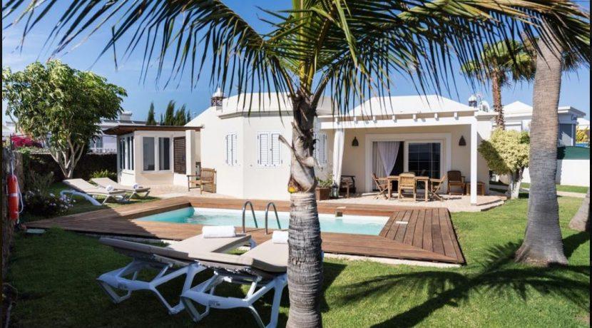 luxuryvillaforsaleinpuertodelcarmen,casasblancas