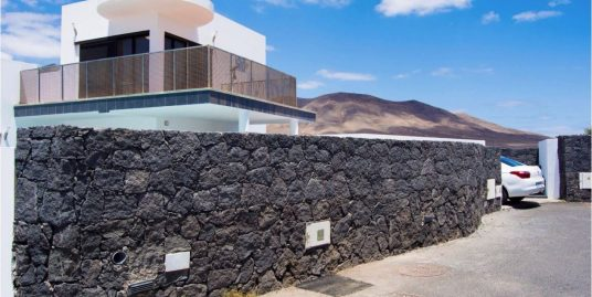 Villa for sale in Playa Blanca ref. 0306