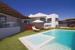 Ultra modern Villa for sale In Puerto Calero casasblancasproperties.com