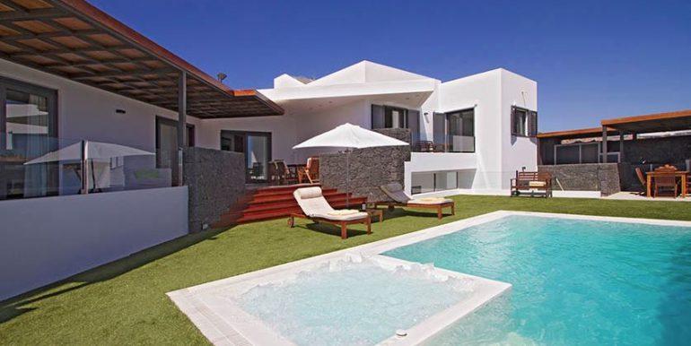 Ultra moden villa for sale in Puerto Calero casasblancasproperties