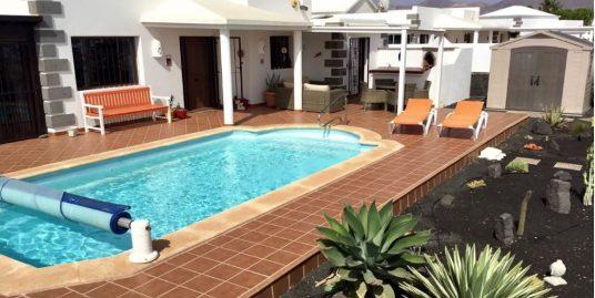 Villa for sale in Playa Blanca, ref. 0327