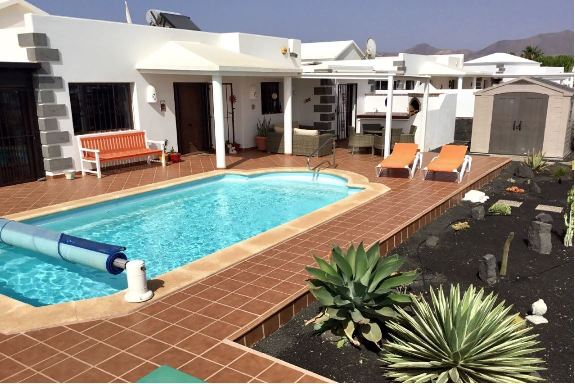 Villa for sale in Playa Blanca, ref. 0327