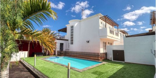 Villa for sale in Pto.del Carmen, ref 0361
