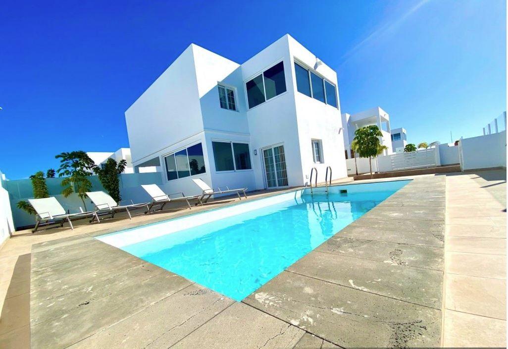 3 bedroom house in Playa Blanca for sale, ref. 0371