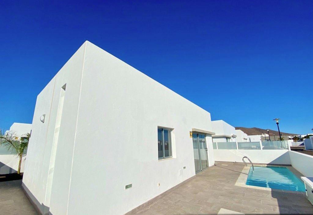 3 bedroom house in Playa Blanca for sale, ref. 0372