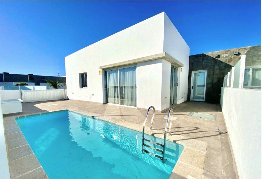 3 bedroom house in Playa Blanca for sale, ref. 0373