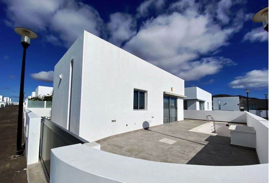 3 bedroom houses for sale in Playa Blanca , ref.0374
