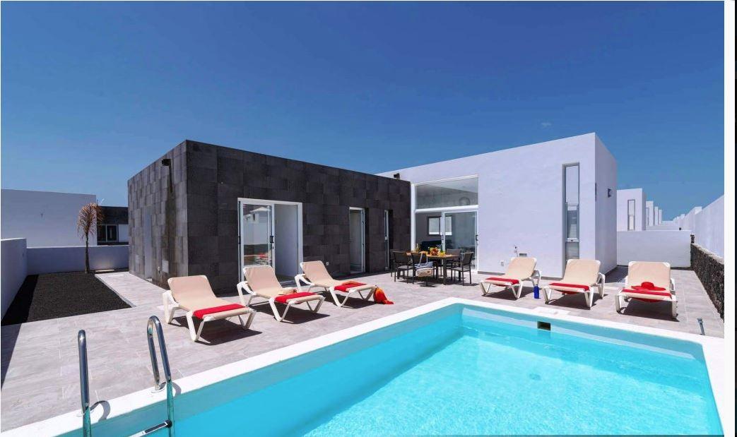 4 bedroom houses for sale in Playa Blanca , ref. 0376