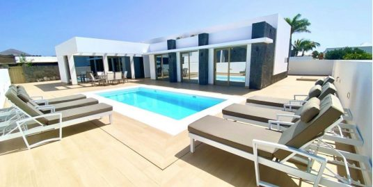 Luxury 3 bedroom villa for sale in Puerto del Carmen, ref. 0405